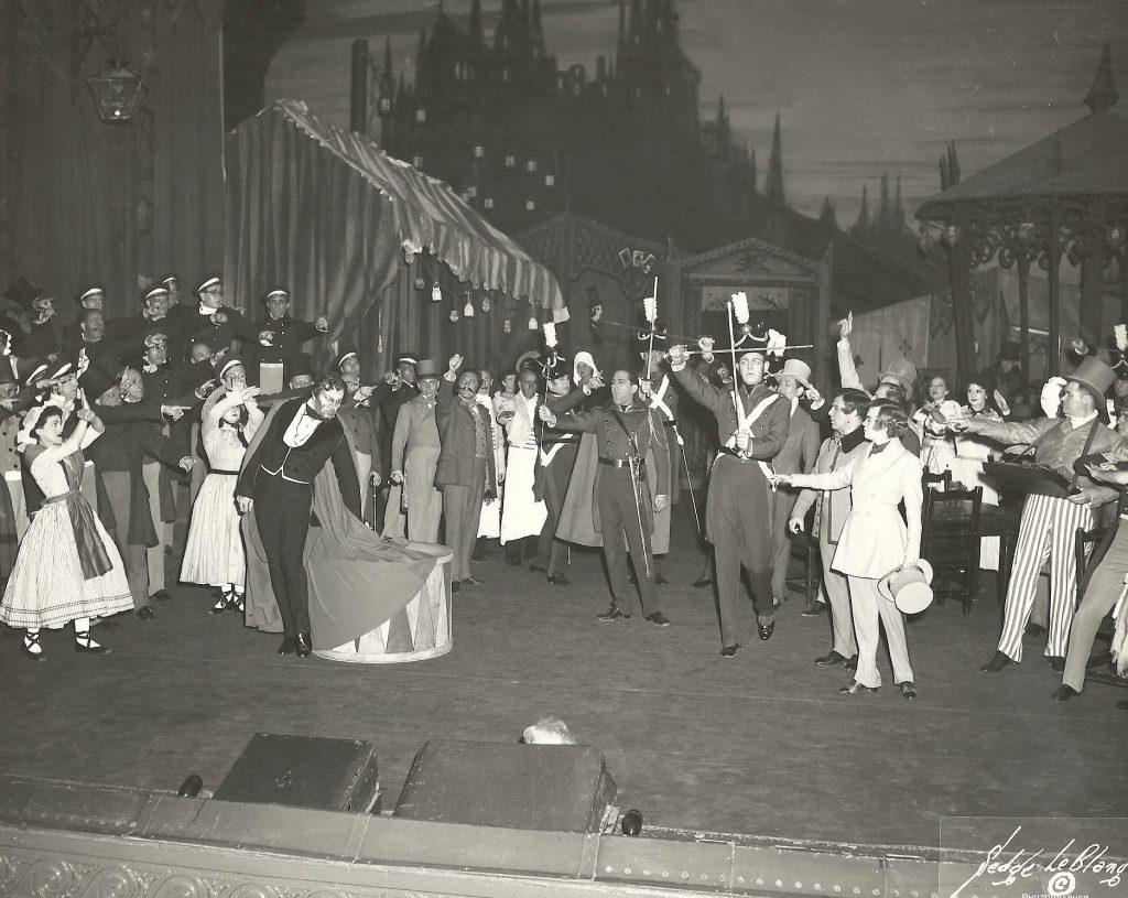 Faust La Kermesse scene w Robert Merrill  Met x