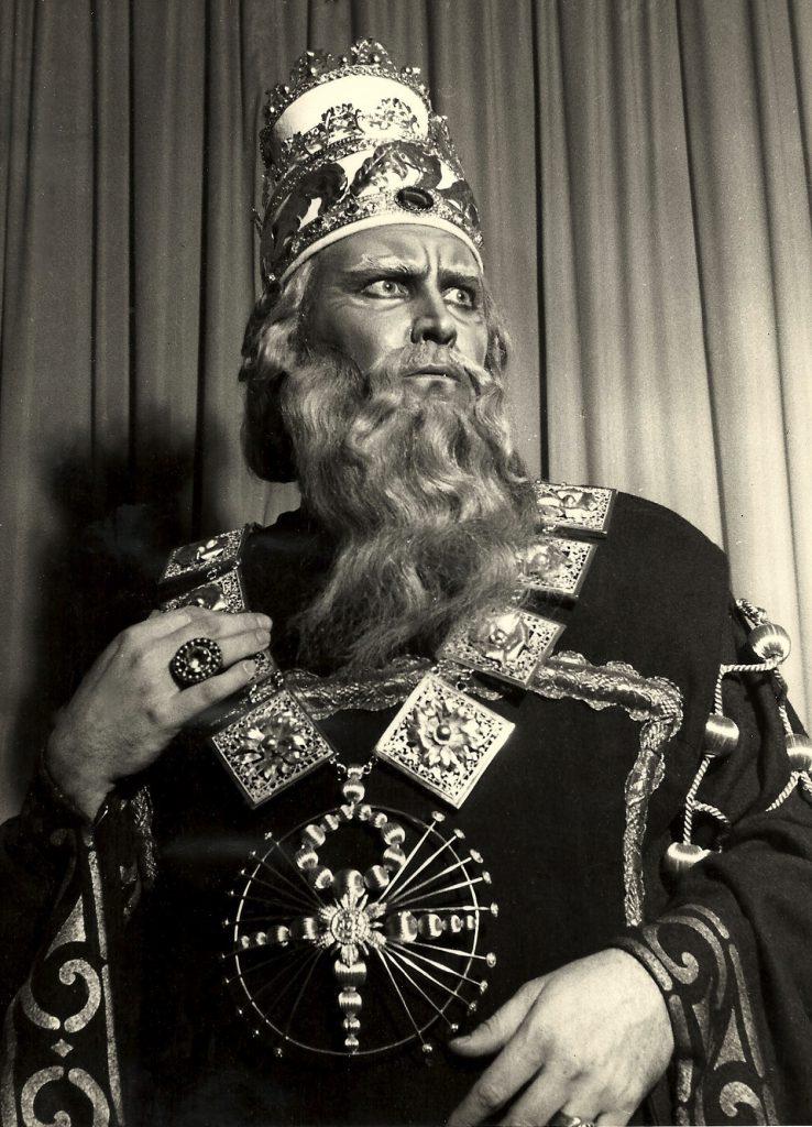 Nabucco-as-Zaccaria-x